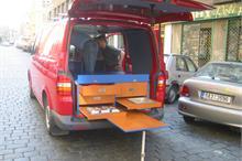 Obytný vůz - jídelní stůl