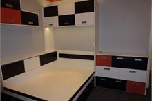 Dětský pokoj-skříňky nad postel