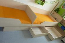 Dětský pokoj limetka-úložné šuplíky