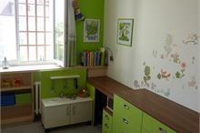 Dětský pokoj limetka-komody a stůl