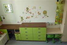 Dětský pokoj limetka-komoda a stoleček