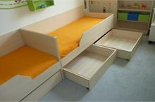 Dětský pokoj limetka-šuplíky na kolečkách