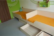 Dětský pokoj limetka-postele se šuplíky