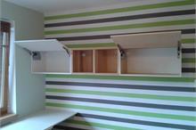 Dětský pokoj pro malé školáky - skříňka s výklopy