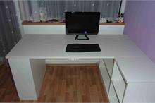 Dívčí pokoj - fialová a bílá - psací stůl