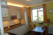 Klasická kuchyň - jídelní stůl merano