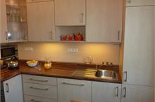 Klasická kuchyň - dřez s dávkovači