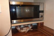 Klasická kuchyň - zabudovaná mikrovlnka