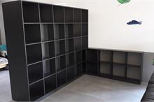 Knihovna a TV stěna