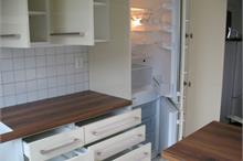 Vestavěná lednice a šuplíky