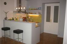 Kuchyň - pohled na bar