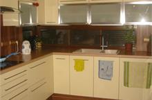 Kuchyň - skleněné výklopy