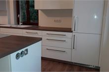 Výroba a montáž kuchyně - pohled z boku