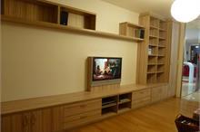 Obývací pokoj s knihovnou