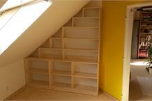 Atypická knihovna do podkroví