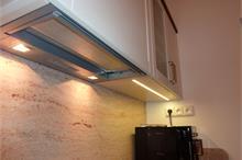 Rustikální kuchyň s LED osvětlením