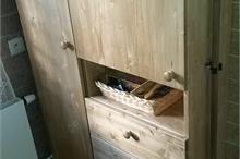 Úložná skříň do koupelny s policí