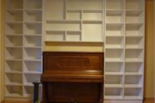 Knihovna s pianem