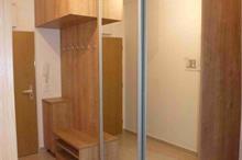 Vestavěná skříň a věšák - zrcadlo