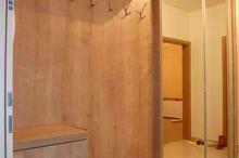 Vestavěné skříně - pohled od dveří