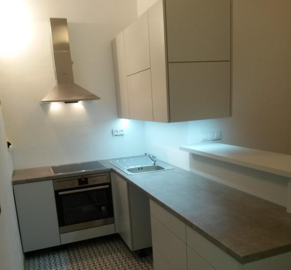 Malá kuchyň s Aventos výklopy