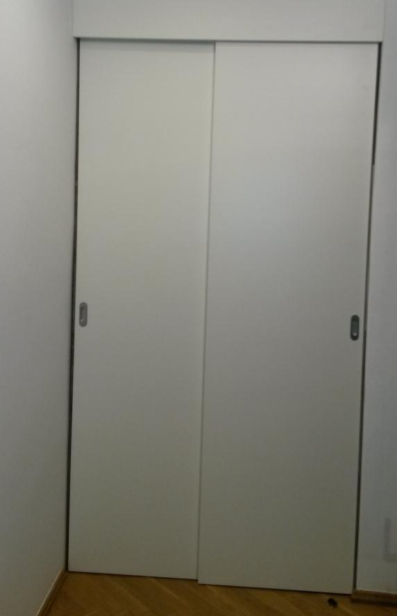 Šoupací dveře do niky