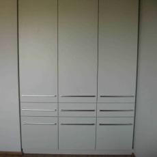Šatní skříně - bílá perlička
